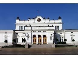 Очаква се заседанията на парламента да са само в старата сграда
