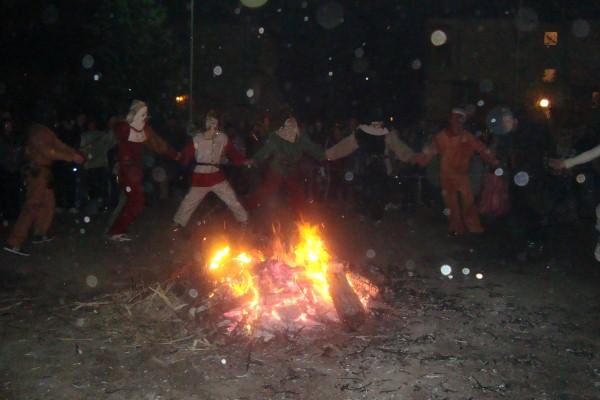 С кукерско шествие Ахелой отпразнува Сирни заговезни