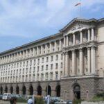 Правителството обмисля вдигане на заплатите на администрацията с 30%