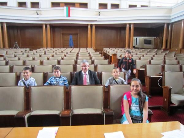 uchenici_parlament1