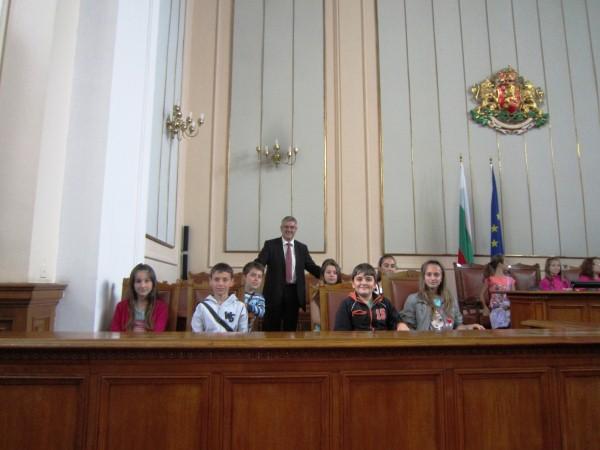 uchenici_parlament3