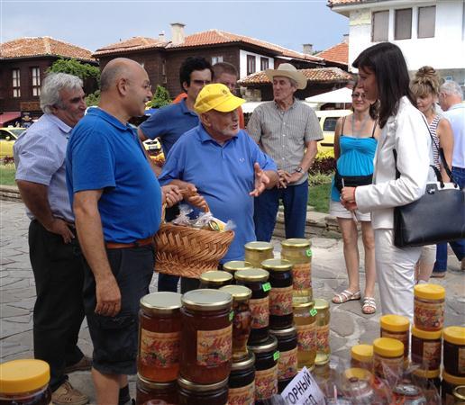 Международен  фестивал на меда в Несебър