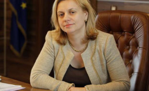 """Министър Терзиева: Надявам се в края на септември да бъдат пуснати средствата по първа и трета оси на Оперативна програма """"Регионално развитие"""""""