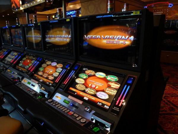 Изнервен клиент троши игрален автомат в Поморие