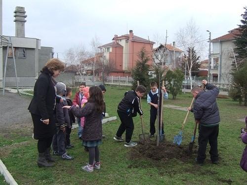 """Кампанията """"Поморие – зелен град"""" набира скорост в цялата община"""