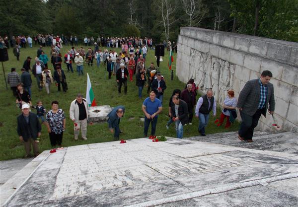 Паметта на загиналите почетоха народните представители от ПГ на Коалиция за България