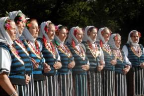 Поздрав с красотата на българския фолклор и традиции