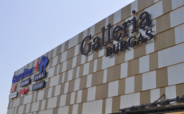 "Пожар в мол ""Галерия Бургас"" прекъсна късните кинопрожекции"