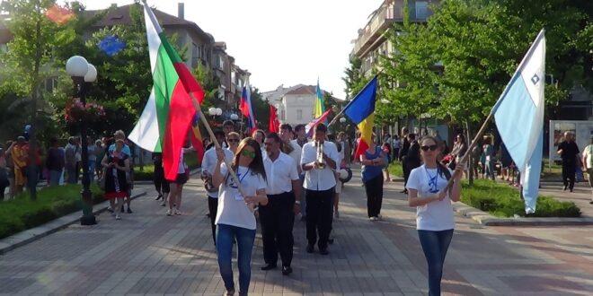 Деца от седем държави представиха феерия на изкуствата  в Поморие
