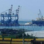 Огромните плаващи кранове отплаваха за Русия