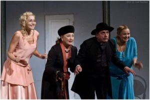 """Театър Българска армия с комедията """"Колко е важно да бъдеш сериозен""""  на 17 февруари"""