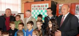 """Легендарният Карпов посети шахматен клуб """"Алехин"""" в Поморие"""