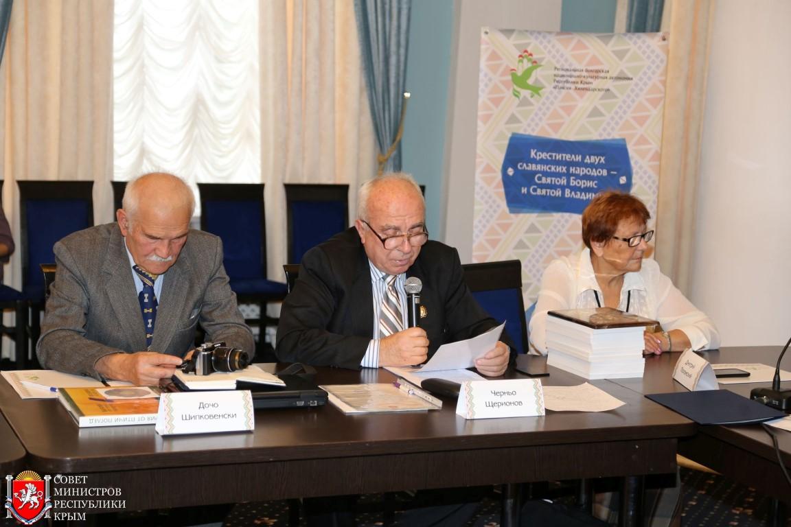 Първи от българската група ми дадоха думата да прочета приветствието от името на МАБИК