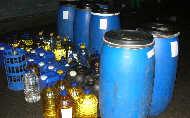Половин тон нелегален алкохол откриха митничари в Поморие