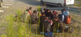 Спрян е товарен автомобил, превозващ 12 мигранти