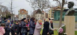 Поморийци отдадоха почит пред паметника на Апостола