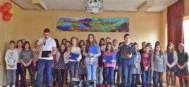"""Наградените участници във фотоконкурса """"Да погледнем България с очите на Вазов""""."""