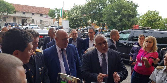 Премиерът инспектира санираните сгради на пожарната и полицията в Поморие