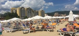 За чадър и шезлонг на плажа цените трябва да са намалени с не по-малко от 50%