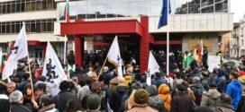 Обгазени протестиращи и ранени полицаи при протест пред МРРБ