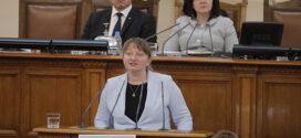 Министър Сачева призова хората, останали без работа, да не се струпват пред бюрата по труда