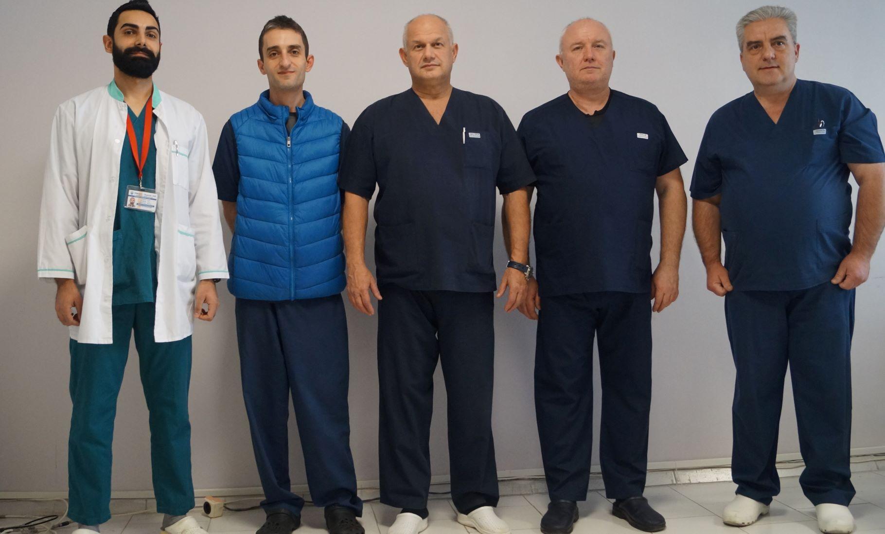 На снимката е екипът на Клиниката по съдова хирургия на УМБАЛ Бургас.