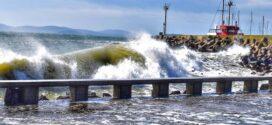 Бурно вълнение на поморийския бряг