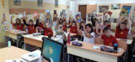 """Ученици от Несебър  се включиха в кампанията """"Купи  книга, дари я на своето училище"""""""