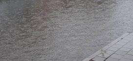 Обилните дъждове наводниха улици в Поморие