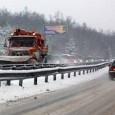 """Към настоящия момент пътищата в областта са проходими при зимни условия, продълава почистването и опесъчаването им. Отворени за движение на автомобили са Магистрала """"Тракия"""" в отсечката Бургас – Карнобат, Ришки..."""