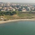 Идеята на кмета Димитър Николов за строителството на шумоизолираща стена около летището в Сарафово ще бъде реализирана. Това стана ясно от провелата се вчера среща между представители на Община Бургас,...