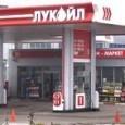 Цените на горивата достигнаха рекордно високи стойности.Някои бензиностанции продават литър от най-масовия бензин А-95 за 2.76 лева. Дизелът пък стигна до 2.72 лева. През последните три седмици горивата се увеличиха...