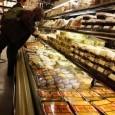 Предпразнични засилени проверки на Агенцията по храните. Инспекторите следят за хигиената в магазините, в това число и на продавачите. Според тях обичайна гледка са продавачи, които не използват ръкавици и...