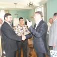 Областният управител Константин Гребенаров се срещна с делегация от град Оренбург и Оренбургска област. Делегацията е в града по покана на Община Бургас, с която днес подписаха споразумение за съдрудничество....