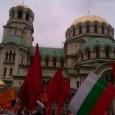 """Под звуците на тъпани и викове """"Оставка"""" пред храм-паметника """"Ал. Невски"""" в столицата започна Националният митинг-протест на БСП. Митингът се провежда под мотото """"Да сложим заедно точка на катастрофата ГЕРБ""""...."""