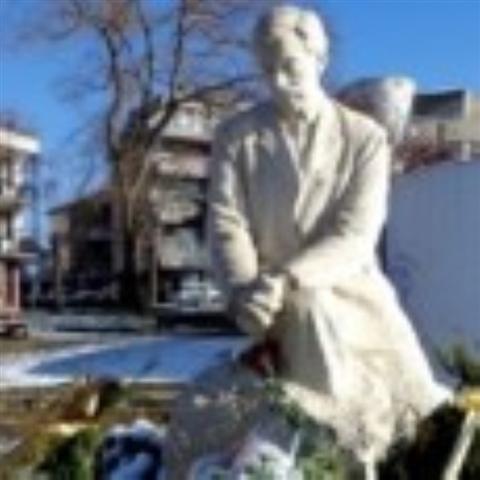 Поморие отбелязва 135-ата годишнина от рождението на поета Пейо Яворов. За да засвидетелстват почитта си към делото на писателя-революционер, венци и цветя пред паметника в морския град поднесоха представители на...