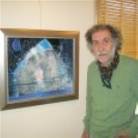 """Бургаският художник Живко Иванов представи най-новите си платна, някои от тях все още мокри. """"До последно работих върху част от картините. Всички, с изключение на една, до момента не са..."""