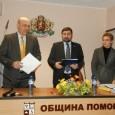 Преди да започне заседанието областният управител Константин Гребенаров връчи на кмета на община Поморие акт за собственост на терена, включен в проекта на общината за реконструкция и модернизация на рибарското...
